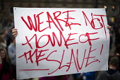 We are not the home of the slave.. Yes Campaign as No Campaign far right nationalists taunt Yes Campaign in George Square the day after polling day in the Scottish Independence Referendum. Glasgow, Sc... - Jess Hurd - 19-09-2014
