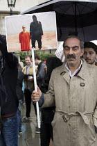 James Foley ISIS execution image used as a placard. Kurds protest in support Kobane against ISIS attack, Trafalgar Square. - Jess Hurd - 2010s,2014,activist,activists,against,anti,attack,attacking,CAMPAIGN,campaigner,campaigners,CAMPAIGNING,CAMPAIGNS,DEMONSTRATING,Demonstration,DEMONSTRATIONS,execution,ISIS,ISLAM,ISLAMIC,Kurd,kurdish,k