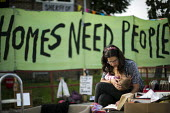 Mother breastfeeding. Focus E15 Mothers, formerly housed in a hostel, who have fought eviction and being sent out of London occupy flats on the Carpenters Estate. These Newham properties have been lef... - Jess Hurd - 05-10-2014
