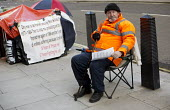 Martin Foran, who is dying of cancer, camps outside the Minitstry of Justice to demands an apology for his wrongful 18 year imprisonment for robbery convictions based on alleged fabricated evidence fr... - Jess Hurd - 2010s,2014,activist,activists,camp,CAMPAIGN,campaigner,campaigners,CAMPAIGNING,CAMPAIGNS,camps,cancer,CANCERS,cities,city,corrupt,corruption,Crime,Criminal Justice System,DEMONSTRATING,Demonstration,D