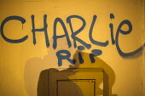 Je suis Charlie Hebdo: A solidarity memorial in the Place de la Republique, after the shooting of cartoonists in the attack on the Charlie Hebdo magazine offices, Paris. - Jess Hurd - 2010s,2014,activist,activists,attack,attacking,CAMPAIGN,campaigner,campaigners,CAMPAIGNING,CAMPAIGNS,child,CHILDHOOD,children,DEMONSTRATING,Demonstration,DEMONSTRATIONS,Graffiti,juvenile,juveniles,kid