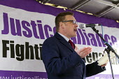 Karl Turner MP. Defend the Magna Carta. Justice Alliance, Relay for Rights along the Thames from Runnymede, the birthplace of the Magna Carta to the Global Law Summit. Against cuts to legal aid. Londo... - Jess Hurd - 23-02-2015