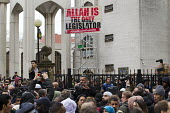 Allah is the only legislator. Anjem Choudary preaching, his group Islam4UK is urging Muslims not to vote in the election. Central London mosque. Regents Park. London. - Jess Hurd - 03-04-2015