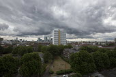 Storm clouds gather over Canary Wharf and the financial buildings in the London Docklands. Poplar, East London. - Jess Hurd - 22-06-2015