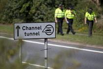 British policing. Eurotunnel, Folkestone. Kent. - Jess Hurd - 2010s,2015,asylum seeker,asylum seeker,border,border control,border controls,borders,CLJ,Crime,Diaspora,displaced,foreign,foreigner,foreigners,highway,IMMIGRANT,immigrant immigrants,IMMIGRANTS,immigra