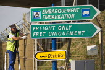New security fences Eurostar Calais Terminal France. - Jess Hurd - 07-08-2015
