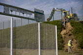 New security fences Eurostar Calais Terminal France. - Jess Hurd - 07-08-2015