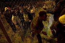 Hundreds of migrants break through outer fences Eurostar Terminal Calais France. - Jess Hurd - 01-08-2015