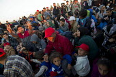 Thousands of refugees wait at the Tovarnik, Croatia border crossing. Serbia. - Jess Hurd - 21-09-2015