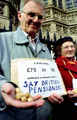 Greater London Pensioners demonstrate outside parliament in protest at the 73 pence rise in the old age pension. Peanuts - Jess Hurd - ,1990s,1999,activist,activists,adult,adults,age,ageing population,Benefit,BENEFITS,CAMPAIGN,campaigner,campaigners,CAMPAIGNING,CAMPAIGNS,DEMONSTRATING,DEMONSTRATION,DEMONSTRATIONS,elderly,EQUALITY,exc