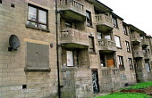 Tenement housing on estate in Possil. Council flats boarded up but most still occupied. Glasgow housing stock due to transferred to housing company - Jess Hurd - 18-09-1999