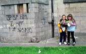 Children with plastic flowers. Tenement housing on estate in Possil. Council flats boarded up but most still occupied. Glasgow housing stock due to transferred to housing company - Jess Hurd - 18-09-1999