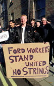 Ford Dagenham car workers lobby pay talks as 400 go on strike in a dispute over bonus pay. London - Jess Hurd - 1990s,1999,activist,activists,aeeu,CAMPAIGN,campaigner,campaigners,CAMPAIGNING,CAMPAIGNS,Dagenham,DEMONSTRATING,demonstration,DEMONSTRATIONS,dispute,disputes,Ford,INDUSTRIAL DISPUTE,lobby,London,membe
