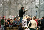 Orew Ben-Dor, originally from Israel, now a lecturer at Southampton University speaking in Hoglands Park, Southampton at the end of a march to protest against the war in Iraq. Organised by Southampton... - Paul Carter - 29-03-2003