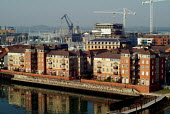 New development of luxury flats on the banks of Southampton Water. - Paul Carter - 04-09-2003