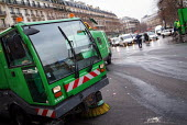 Street cleaners Paris - Paul Carter - 06-02-2005
