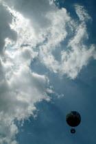 Tethered tourist balloon. Parc Citroen, Paris. - Paul Carter - 15-05-2004