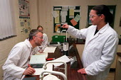 Chemistry lesson in sixth form college. - Roy Peters - 04-07-1999