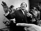 Robert Maxwell, in front of the press. - John Sturrock - 1980s,1988,camera,cameras,EBF Economy,EMOTION,EMOTIONAL,EMOTIONS,job,jobs,journalism,journalist,journalists,LAB LBR Work ,male,man,Maxwell,media,men,newspaper,newspapers,people,person,persons,Photogra