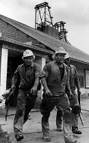 Mineworkers finishing a day shift, Shirebrook Colliery, Derbyshire - John Sturrock - 10-11-1986