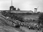 The Peoples March for Jobs passing a factory, Walsall 1983 - John Sturrock - 1980s,1983,activist,activists,banner,banners,CAMPAIGN,campaigner,campaigners,CAMPAIGNING,CAMPAIGNS,capitalism,capitalist,country,countryside,DEMONSTRATING,DEMONSTRATION,DEMONSTRATIONS,DOWNTURN,economi
