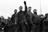 Mass picket in defiance of an injunction, Silverwood colliery, Yorkshire, Miners Strike. - John Sturrock - 1980s,1985,collieries,colliery,communicating,communication,DISPUTE,DISPUTES,finger fingers,gesture,gestures,GESTURING,INDUSTRIAL DISPUTE,injunction,Mass,member,member members,members,mine,MINER,Miners