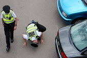British Transport Police checking underneath cars in a large car park in Luton. - Justin Tallis - 22-07-2010