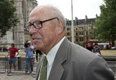 Dr Hans Blix arriving to give evidence to The Iraq Inquiry, London. - Justin Tallis - ,2010,2010s,ARRIVAL,arrivals,arrive,arrived,arrives,arriving,Chilcot,evidence,inquiry,iraq,pol politics,war