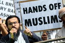Shariah for Pakistan protest outside the Pakistani Embassy in Knightsbridge. London. - Justin Tallis - 05-08-2010