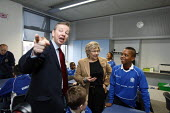 Michael Gove interacting with pupils in a maths lesson whilst visiting Haberdashers Askes Knights Academy with the new schools commissioner Dr Elizabeth Sidwell. Bromley, London. - Justin Tallis - 14-01-2011