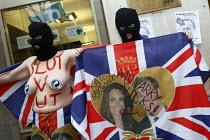 Slut V Cut - Monarchy Sucks. Anti royal wedding protesters. London. - Justin Tallis - 29-01-2011