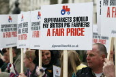 Supermarkets should pay British pig farmers a fair price. Pig farmers rally at Downing Street over increasing costs of production. London. - Justin Tallis - ,2010s,2011,a,activist,activists,british,campaign,campaigner,campaigners,campaigning,CAMPAIGNS,capitalism,capitalist,cost,costs,DEMONSTRATING,demonstration,DEMONSTRATIONS,domesticated ungulates,EARNIN
