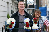 Kevin Carroll of the EDL holding a 9/11 wreath and shouting Scum! at the passing Muslims Against Crusades protesters. MAC were outside the US embassy to disrupt a one minutes silence to mark the 10th... - Justin Tallis - 11,2010s,2011,9/11,911,abuse,abusive,activist,activists,Against,anniversary,attack,attacking,bigotry,CAMPAIGN,campaigner,campaigners,CAMPAIGNING,CAMPAIGNS,COMMEMORATE,COMMEMORATING,commemoration,COMME
