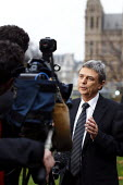 Dave Prentis Unison in Westerminster for television interviews. London. - Justin Tallis - 29-11-2011
