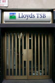Closed Lloyds TSB Bank. London. - Justin Tallis - 2000s,2008,bank,banking,banks,branch,BRANCHES,business,cities,city,close,closed,closing,closure,closures,communicating,communication,Credit Crunch,door,doors,DOWNTURN,EBF Economy Business Finance,fina