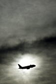 A passenger jet takes off at Heathrow airport near the village of Sipson. West London. - Justin Tallis - 17-01-2009