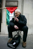 Tony Benn outside BBC Broadcasting House. Gaza protest against the BBC's refusal to broadcast a charity appeal to raise emergency funds for people in the Gaza strip. London. - Justin Tallis - 2000s,2009,activist,activists,against,appeal,bbc,broadcast,Broadcasting,CAMPAIGN,campaigner,campaigners,CAMPAIGNING,CAMPAIGNS,charitable,charity,DEMONSTRATING,demonstration,DEMONSTRATIONS,emergency,Ga