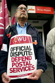 CWU postal picket outside Mount Pleasant sorting office. Two days of strike action over wages, conditions and pensions London. - Justin Tallis - 29-10-2009