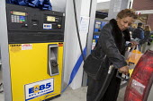 Canton, Michigan - Cheryl Hawkins fills the tank of her flexible fuel vehicle with E85 ethanol at a Mobil gas station in suburban Detroit. The vehicle can run on either petrol or E85, which contains 8... - Jim West - 12-12-2006