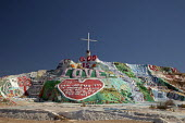 Salvation Mountain, a desert hillside covered with religious messages, created by Leonard Knight. USA. - Jim West - 28-01-2012