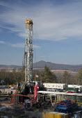 Williamsport, Pennsylvania USA- An Atlas Energy Resources natural gas well being drilled in rural Lycoming County in preparation for hydraulic fracturing (fracking). In the background is Rose Valley L... - Jim West - 29-11-2012