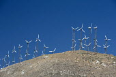 Tehachapi, California - The world's second largest wind farm, Tehachapi Pass, northeast of Los Angeles. A dozen private companies operate about 5,000 turbines on the site. - Jim West - 27-06-2012