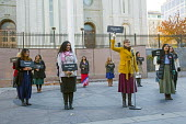Salt Lake City, Utah - Sister missionaries holding signs to indicate what languages they speak, Foreign language speakers offer to guide tourists around the church's Temple Square complex. - Jim West - 16-11-2014