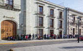 Oaxaca, Mexico - People stand in a long line, waiting for a Santander bank branch to open so they can cash their wage cheques. - Jim West - 17-01-2015