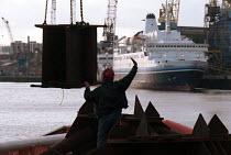 Shipyard worker, Swan Hunter Shipbuilders, Wallsend, Tyne and Wear 1999 - Mark Pinder - 09-02-1999