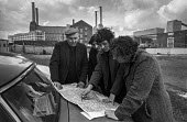 Kent miners scouts discuss how best to picket Battersea power station, 1974 miners strike, London - NLA - 12-02-1974