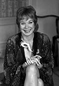 Shirley Maclaine. London. - NLA - 1980s,1982,acting,actor,actors,actress,actresses,DANCE,dancer,DANCERS,DANCING,FEMALE,Maclaine,music,people,person,persons,Shirley MacLaine,singer,wellbeing,woman,women