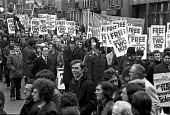 March through London to demand the release of the Shrewsbury 2. - NLA - 1970s,1975,activist,activists,banner banners,Building workers strike 1972,CAMPAIGN,campaign campaigning,campaigner,campaigners,CAMPAIGNING,CAMPAIGNS,DEMONSTRATING,demonstration,DEMONSTRATIONS,disputes