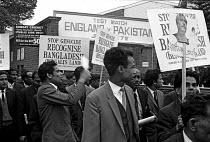 Bangladesh war of independence. March to protest at England Versus Pakistan cricket Test match. Nottingham. - NLA - 1970s,1971,activist,activists,asian,asians,BAME,BAMEs,Bangla,Bangladesh,Bangladeshi,Bangladeshis,Black,BME,bmes,CAMPAIGN,campaigner,campaigners,CAMPAIGNING,CAMPAIGNS,Cricket,DEMONSTRATING,demonstratio