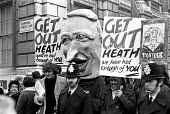 Demonstration at Downing Street just after the general election of May 1974 during the period when Edward Heath was trying to put together a coalition with the Liberals and the Ulster Unionists. 1974. - NLA - 07-05-1974